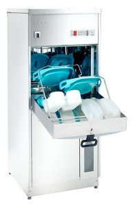 bedpan washer with trays full